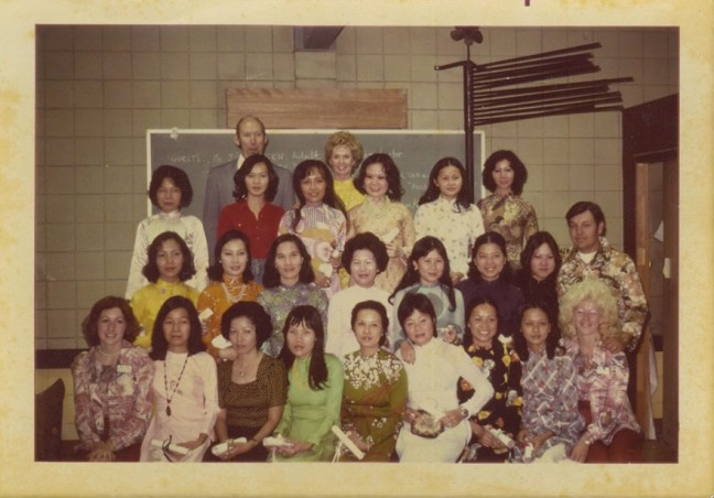 Tippi Hedren and the first 20 Vietnamese manicurists, upon receiving their cosmetology licenses in 1975. Photo courtesy of Thuan Le.