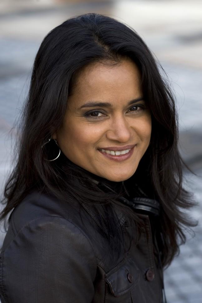 Veena Sud headshot