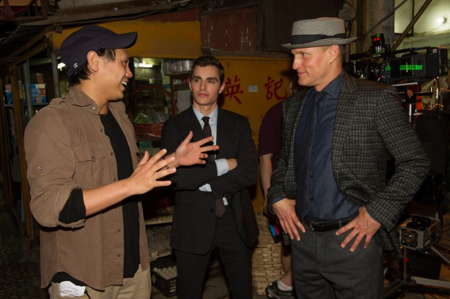 Jon M. Chu rehearsing lines with Now You See Me 2 cast, Lizzy Caplan, Jesse Eisenberg, Woody Harrelson and Dave Franco. Photo Credit: Lionsgate/Kevin Stypulkoski